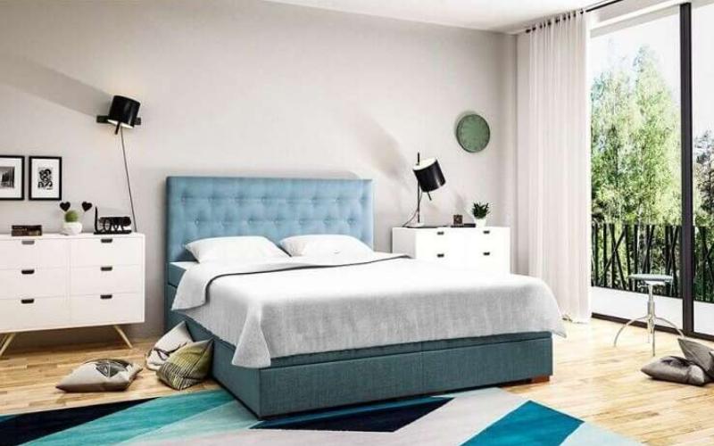 Zagłówek tapicerowany w łóżku