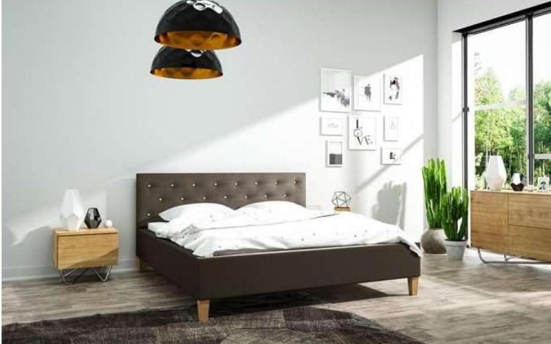 Zagłówek pikowany w łóżku