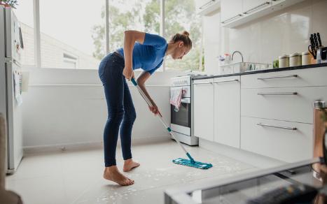 Jak posprzątać dom w 30 minut przed przybyciem gości?